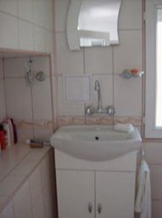 A 3 bed home,Part furnished & ready to move in to