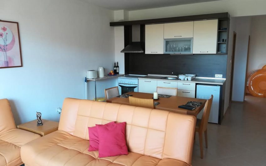 A fully furnished 1 bed apartment on the 2nd floor with pool views
