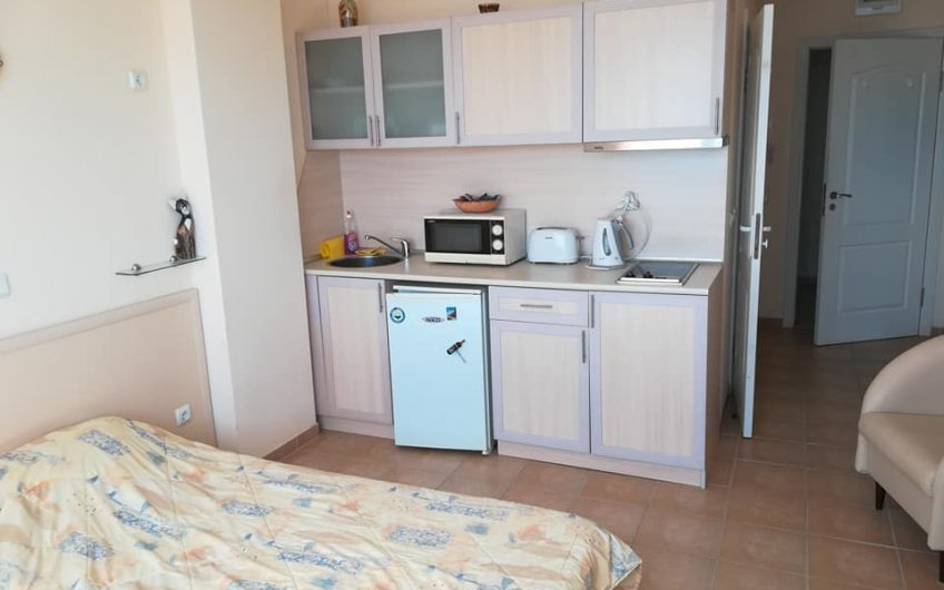 A fully furnished studio apartment with lovely sea views at Ravda