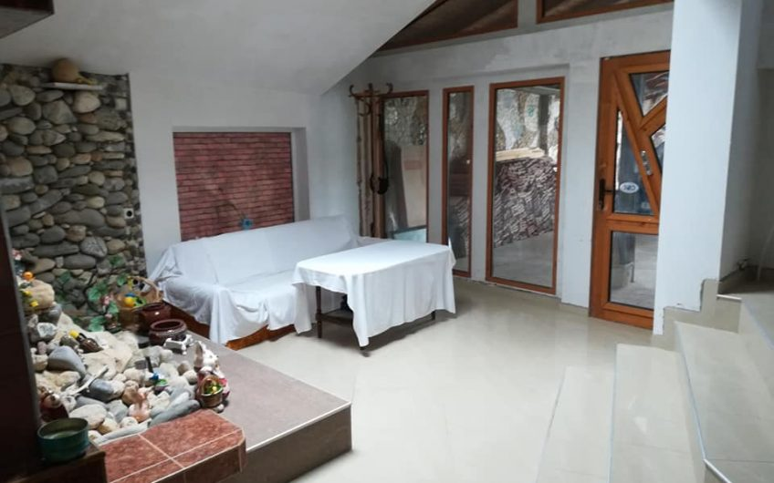 A huge 17 room house located in Kosharitsa