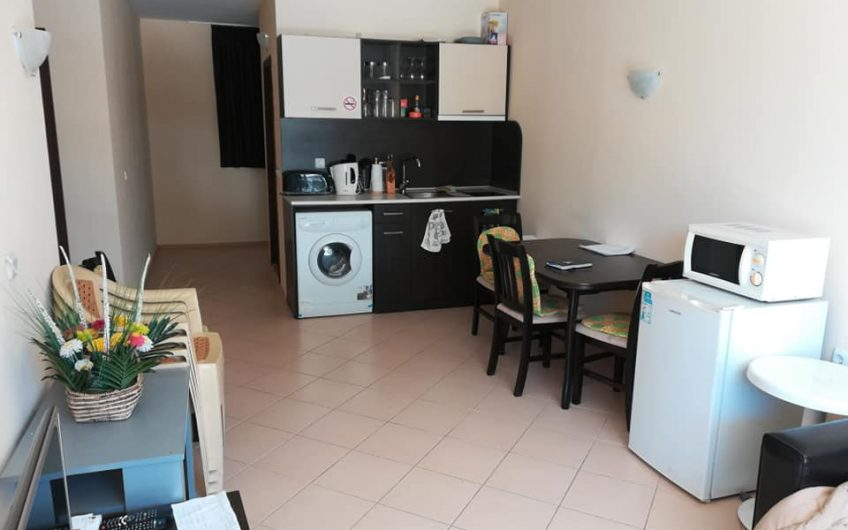 A lovely 2 bed fully furnished apartment with pool view