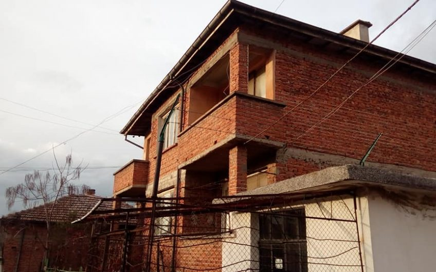 A very large property consisting of 16 rooms spread over 3 floors