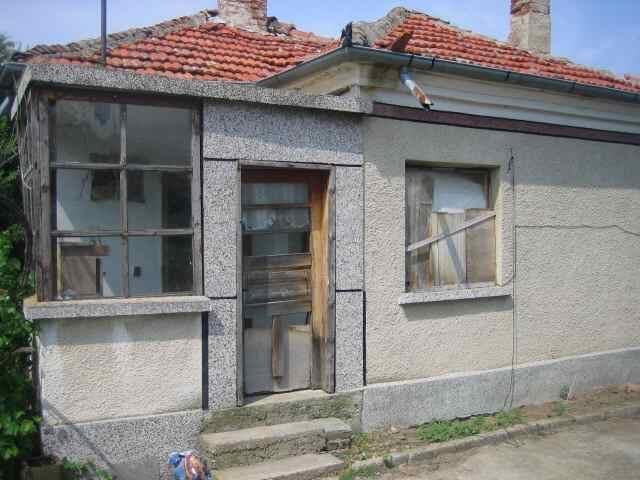 Cozy one-storey house for renovation,Burgas region