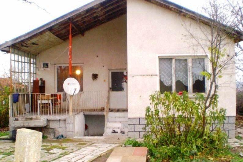 Debelt, Burgas. House needing repair. 2/3 bed