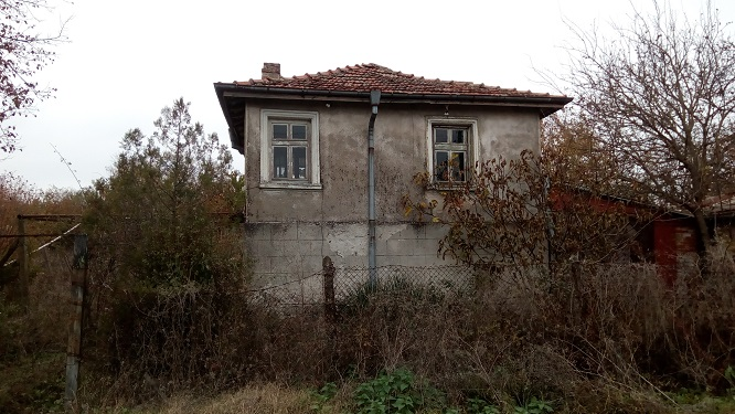 Dyuelovo, Burgas, Cottage type house requiring some renovation work