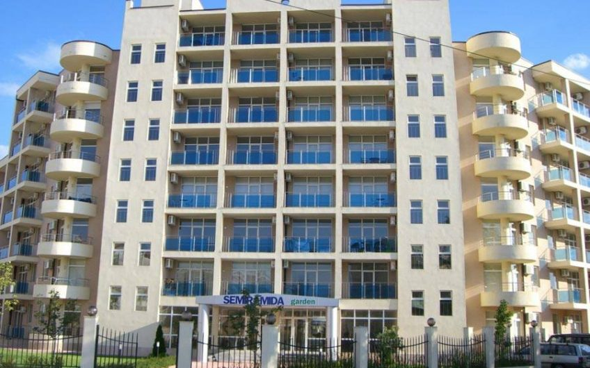 For sale a huge one bedroom apartment on the ground floor of the complex Semiramida Garden, Central Sunny Beach