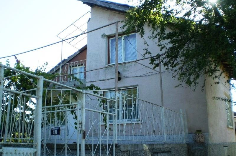 House for sale in the village of Vedrovo, just 70 km away from the city of Bourgas