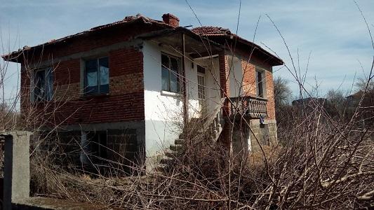 House,2 garages & work shop for renovation