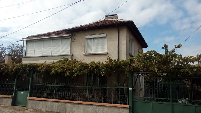 Large 3 bed house, Garage, gardens, Summer kitchen , Great condition