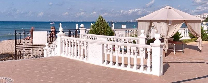 One Stop property are pleased to offer you this fully furnished 1-bedroom apartment, on the front line with sea views