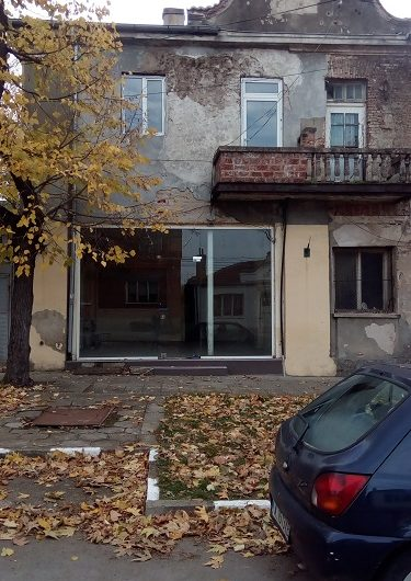 Sredets town , Burgas. Shop / Office premises with living accommodation above