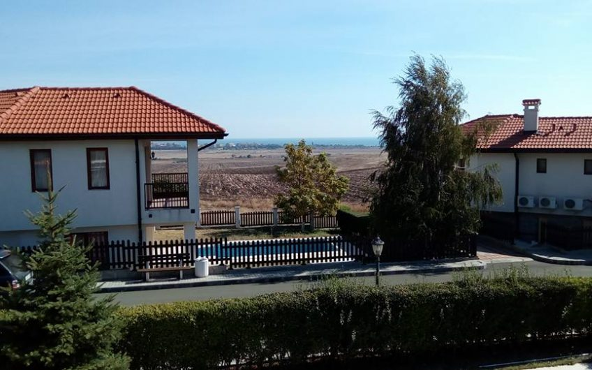 Stunning 3 bed villa with pool , 2 balconies, private parking & sea views