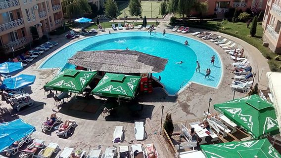 Sunny Day 6 , 2 bed furnished apartment in a desirable location overlooking the main pool area