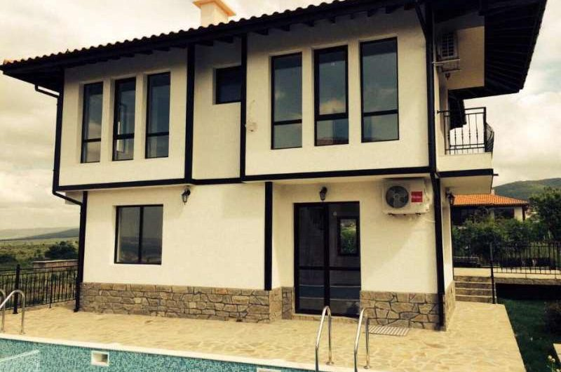 Three-bedroom house with sea views and a swimming pool