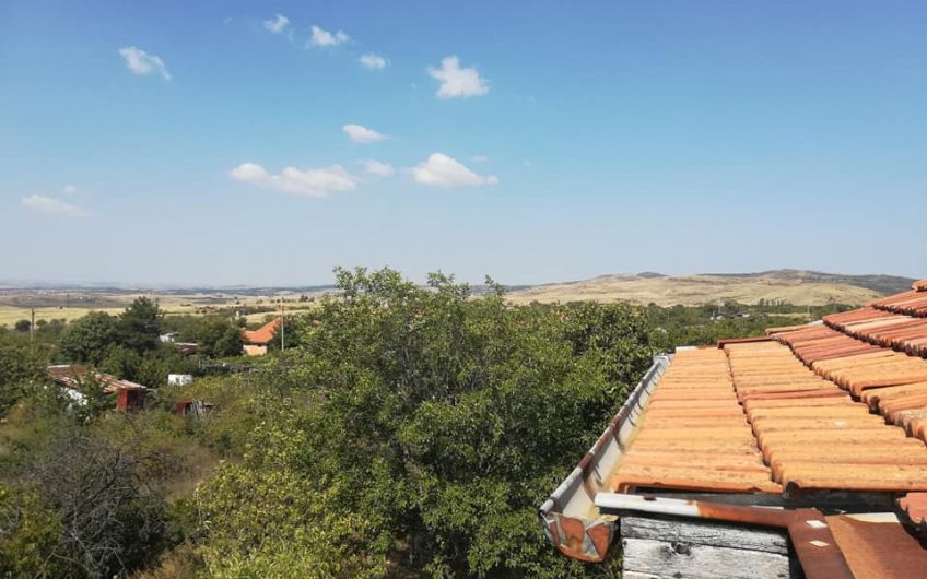 A very large 3 storey house in the village of Izvorishte, Burgas( refurbishment needed)