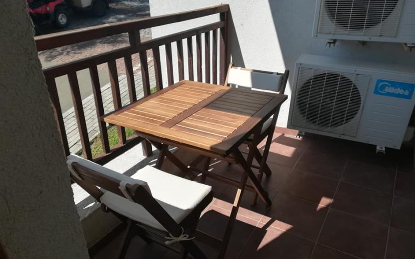 A modern stylish 1 bed fully furnished apartment at the 4 star luxury Vineyards Resort.