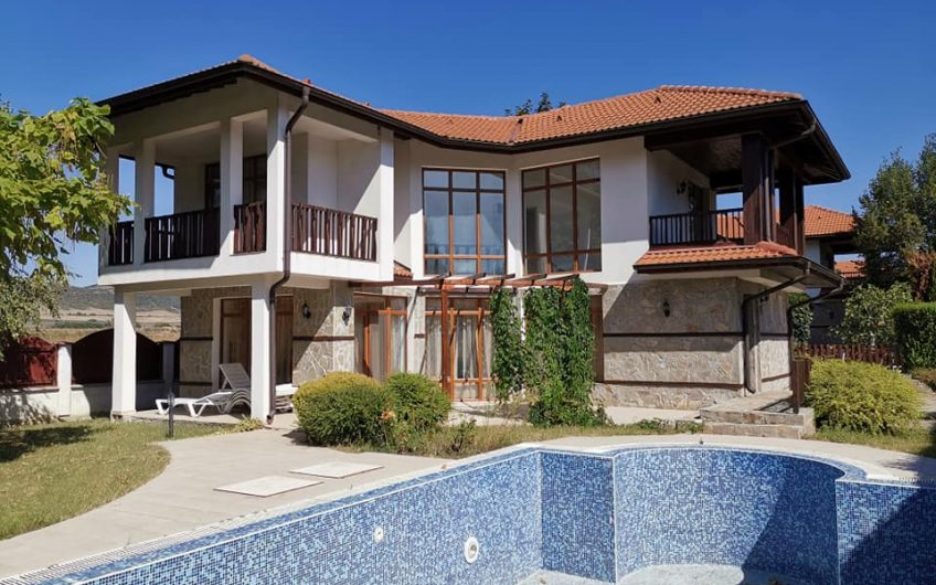 A 3 bed 3 bath fully furnished villa with pool at Floral Roads.