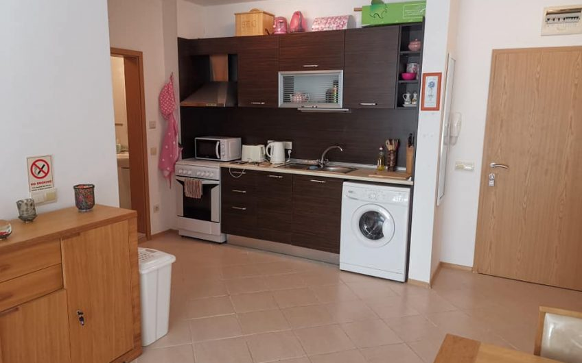 1 bed ground floor fully furnished apartment with own gardens.Vineyards Resort