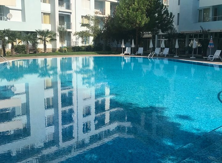 Yassen Holiday Village, Central Sunny Beach, 2 bed furnished apartment 70m to the sea.