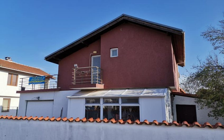 A 2/3 bed detached furnished family home with inground swimming pool & Bbq area in the village of Trastikovo just 15 minutes from Burgas city.
