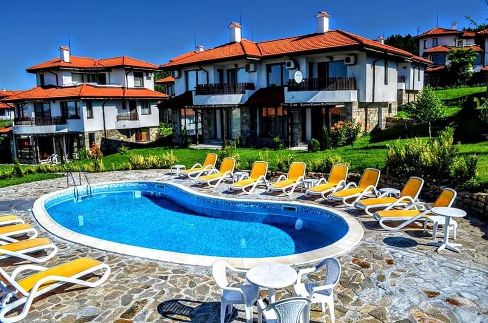 A 3 bed 3 bathroom villa at Bay View Villlas, Kosharitsa...&  What a great price !