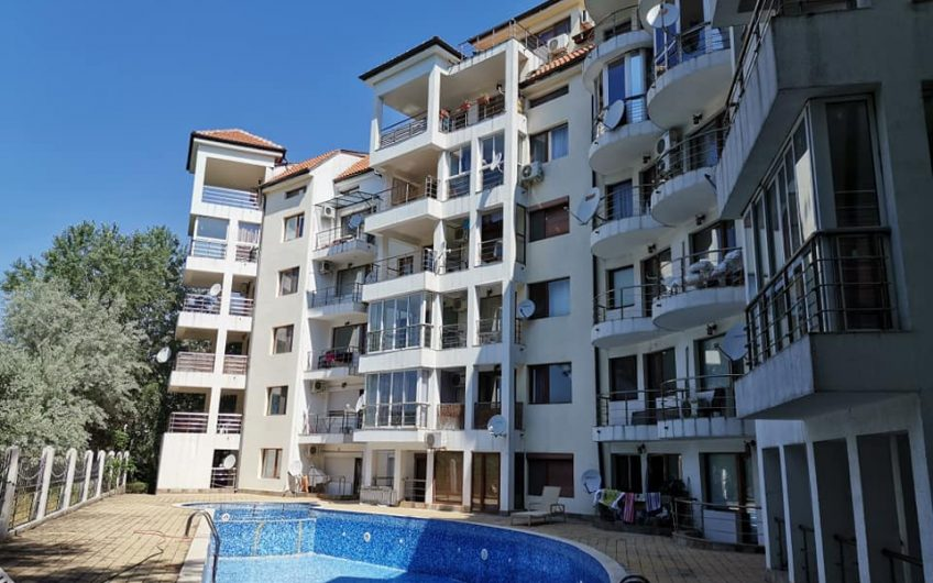 2 x 1 bedroom unfurnished apartments at Villa Sofia just 400M to the beach.