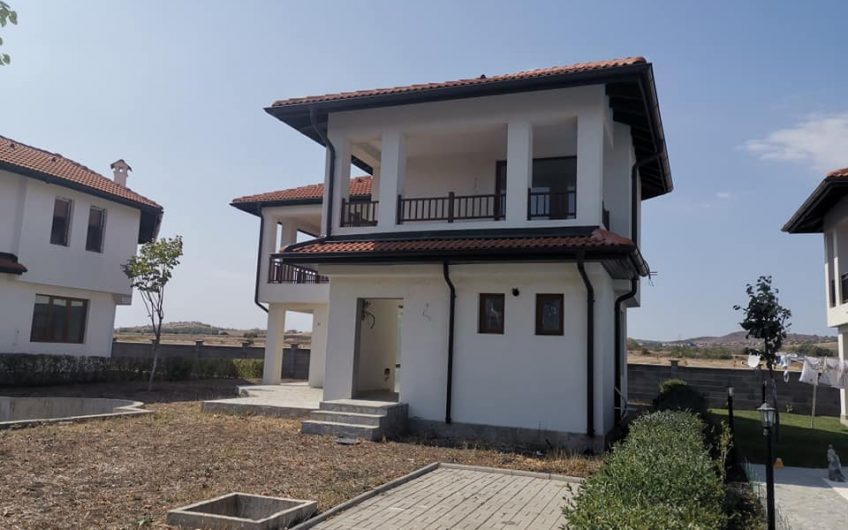 A 3 bed 3 bathroom unfinished villa with pool at Floral meadows, Aheloy