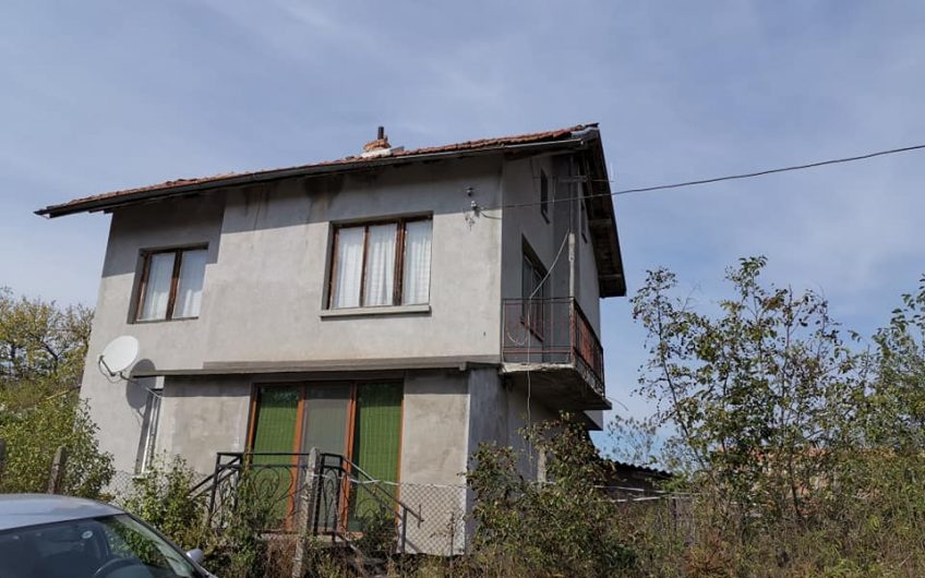 A 3 bed property requiring some modernisation. Located in the village of Ravna Gorna just