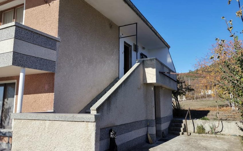 A large well built property built in 1990 in the sought after village of Goritsa.