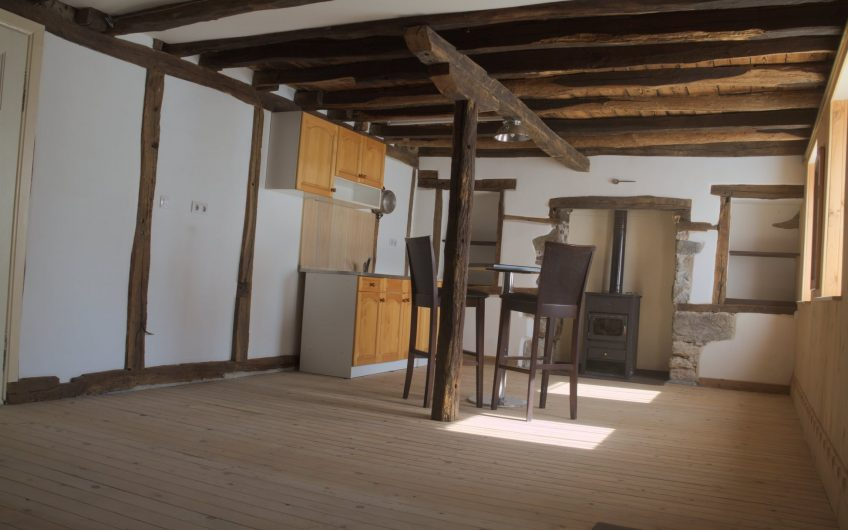 A very unusual new offer, This property has been used as in international movie sound studio !