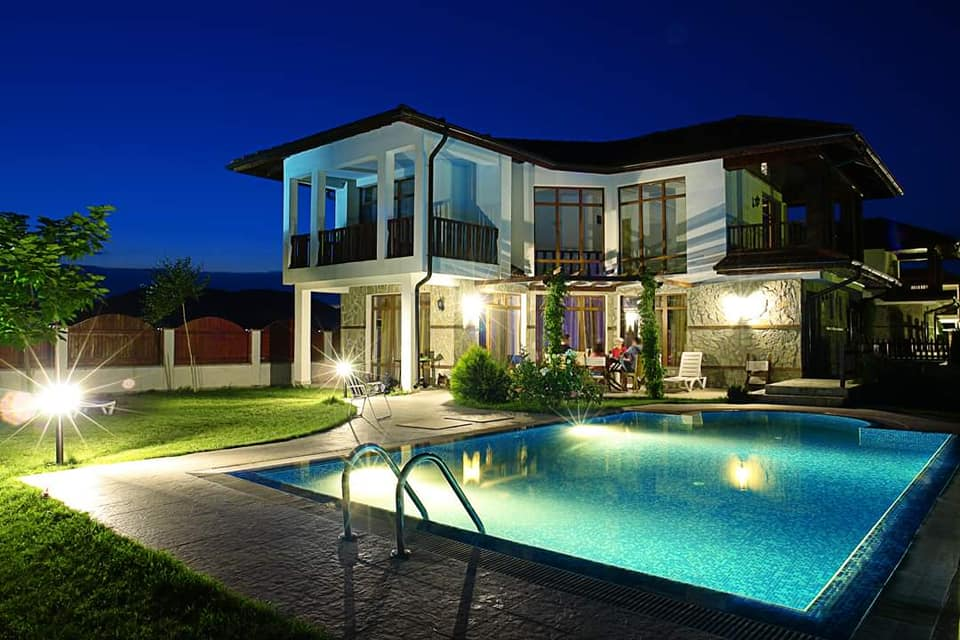 Luxury 3 bed villas at floral meadows (6 available) with swimming pools.