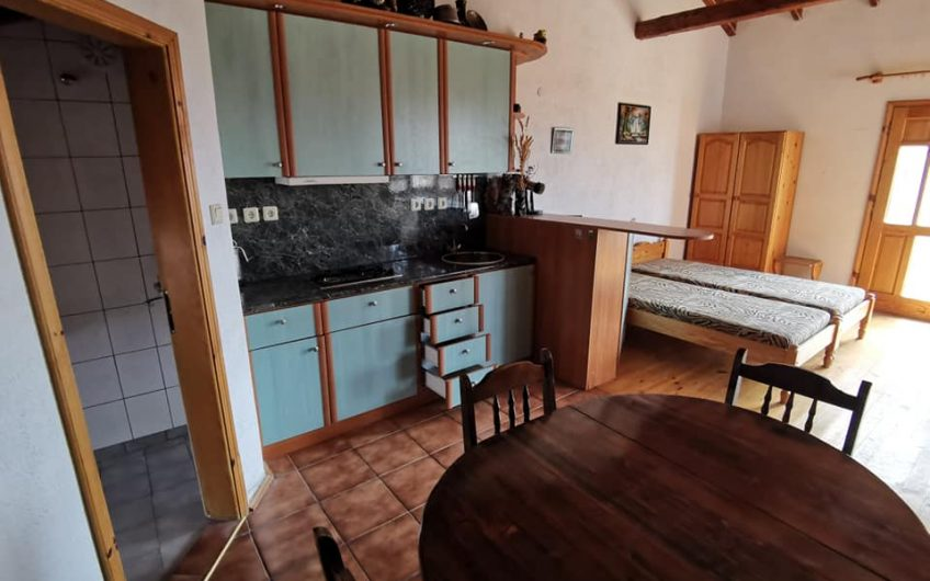 A 2 bed 4 bathroom, fully furnished house with 2 completely separate studio apartments located in the villa zone at Kosharitsa.