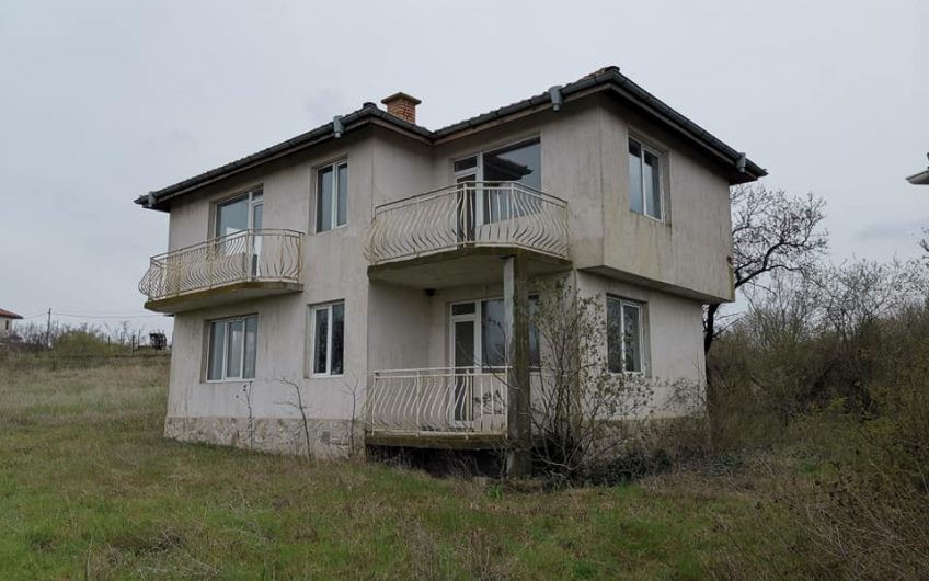 Alexandrovo, Large unfinished villa , Separate bungalow on a large plot of land.