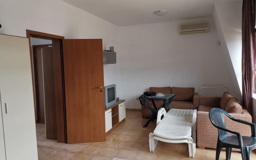 Nessebar View, Kosharitsa, A 2 bed fully furnished 1st floor apartment with 2 balconies, 1 has a sea view & the other a pool view.