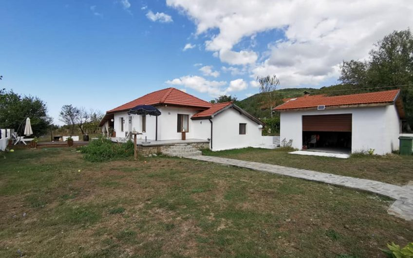 A beautiful farmhouse style 3 bed bungalow located in the very popular village of Goritsa