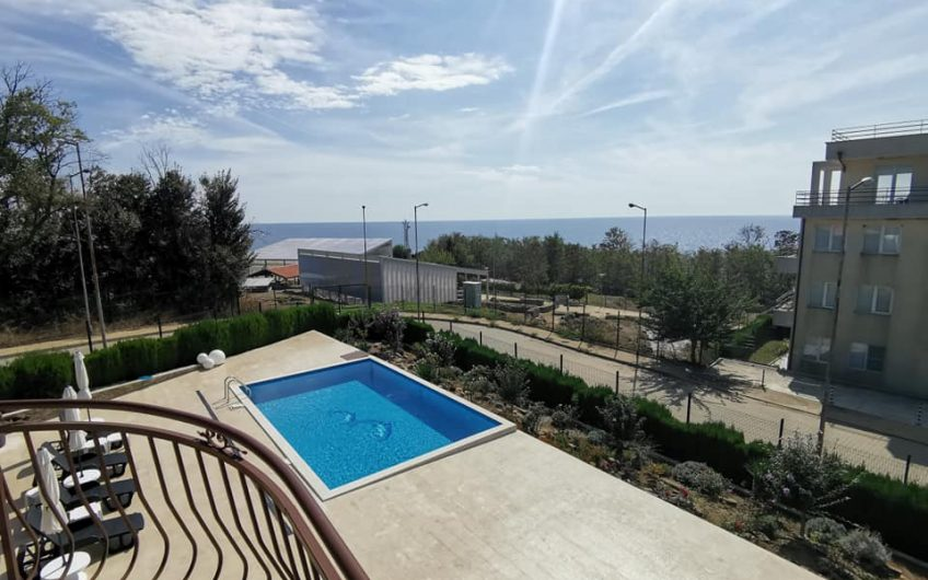 A 3 bed 3 bathroom villa with pool located at the Fortress of Byala.This property is amazing & has spectacular sea views.